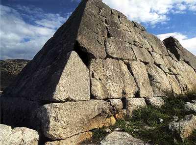 Η πυραμίδα στο Ελληνικό Αργολίδας