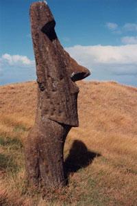 Ένα από τα πολλά αγάλματα του νησιού του Πάσχα
